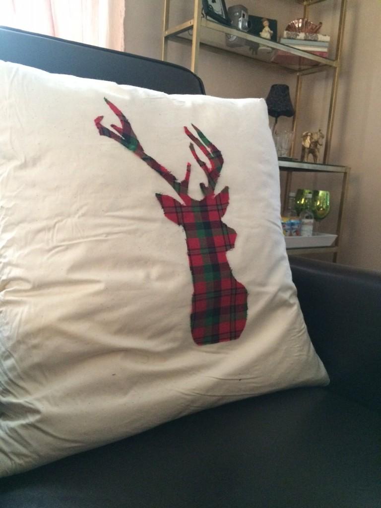 Styling Harvard Christmas Crafting DIY no sew reindeer pillow